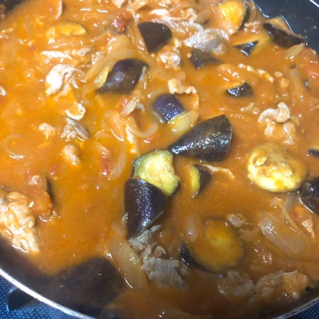 お水を入れて煮込む 味見をしながら塩や胡椒で味を整える