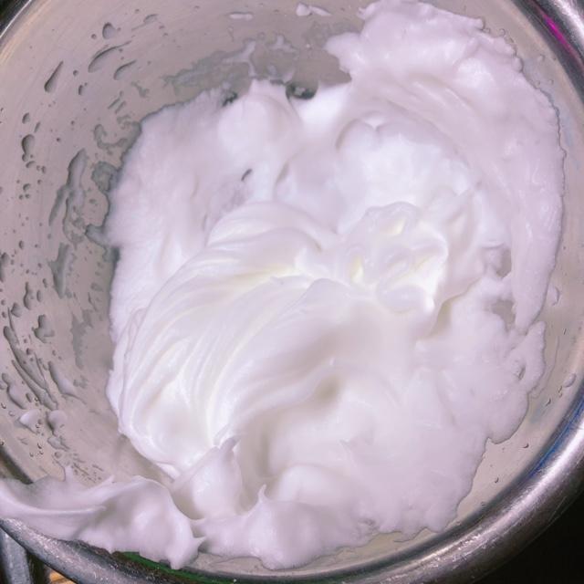 卵白を泡立てる