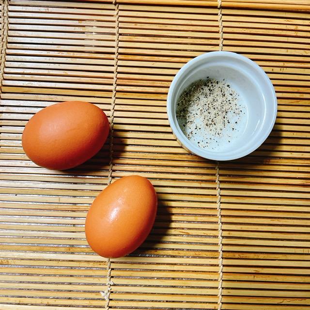 材料は卵と塩コショウ